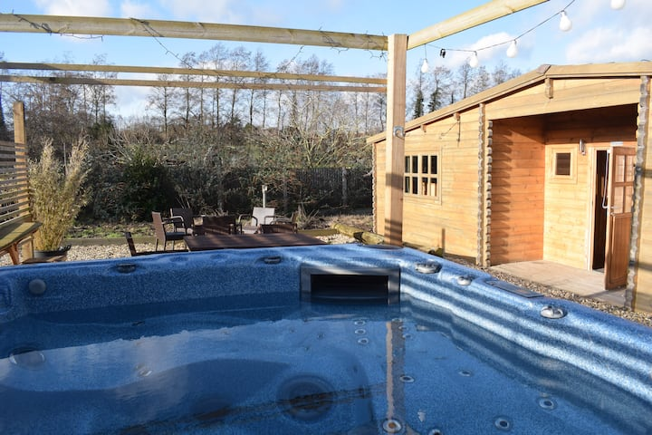'Oak Lodge' Littlebourne, Canterbury (hot tub)