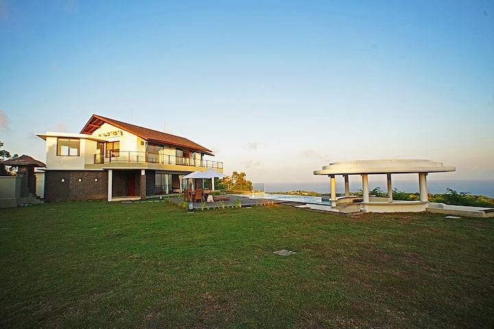 Villa Uluwatu with Panoramic Ocean View