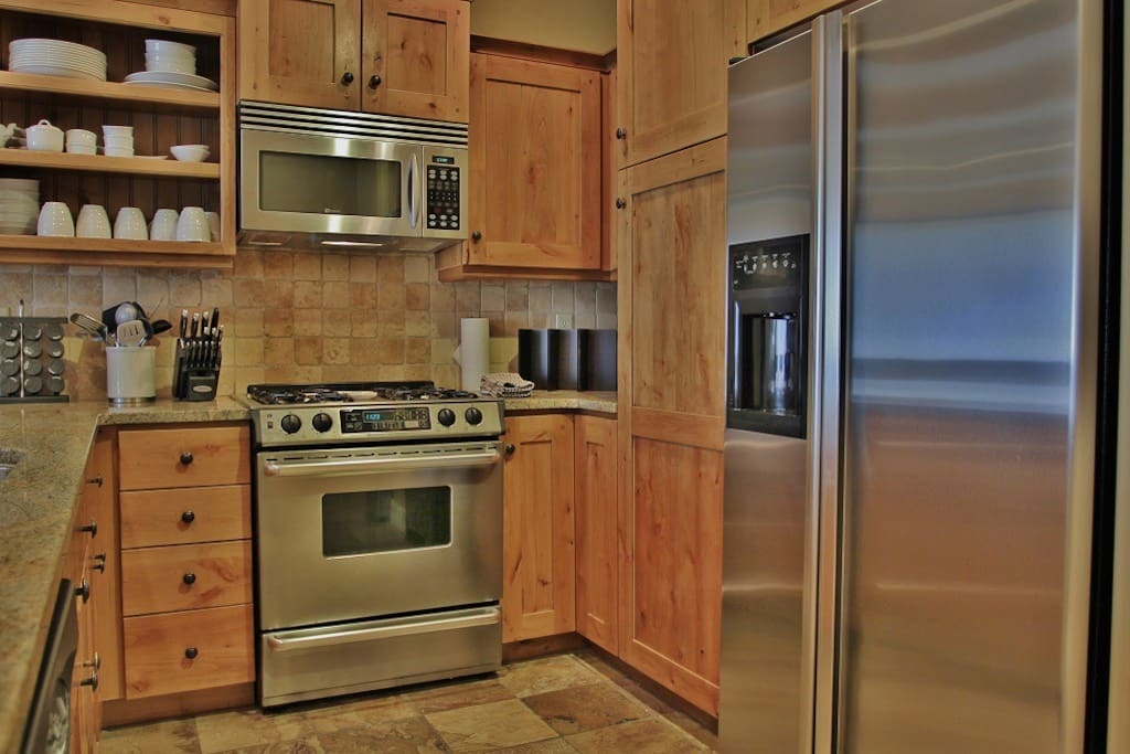 Fully Equipped Kitchen with Stainless Steel Appliances, Granite Countertops and Bar Seating for 4