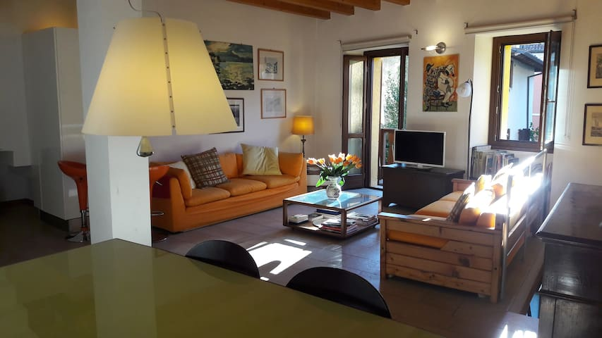 CHARMING FLAT IN THE HISTORIC CENTRE GARDONE