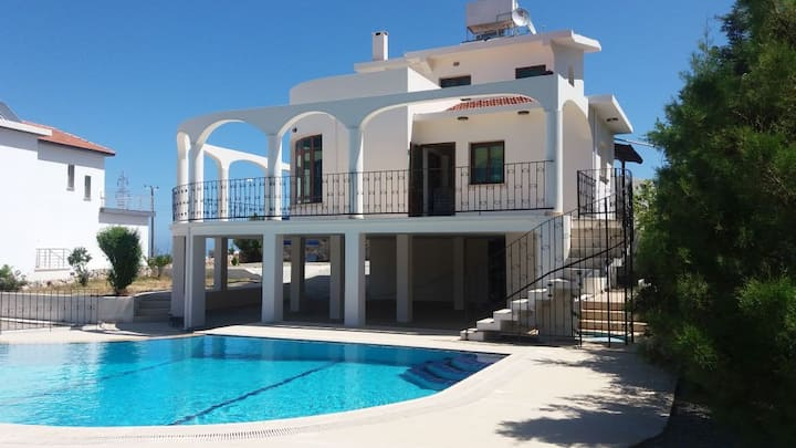 Sea-Mountain View Villa in Kyrenia.