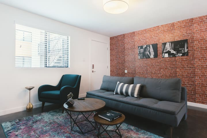 WanderJaunt | Starling | 1BR | Downtown Phoenix