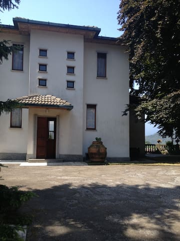 Villa con parco e piscina privati