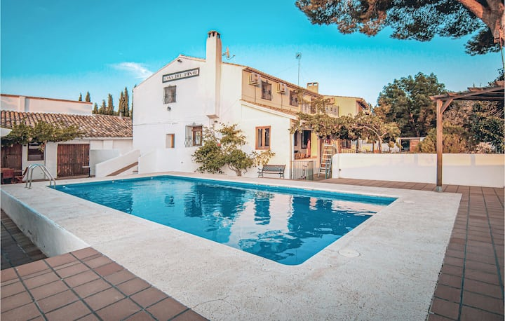 Beautiful home in Valencia with Outdoor swimming pool and 4 Bedrooms