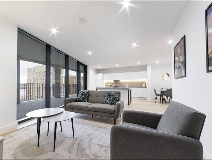 Luxurious 3 Bed Room Apartment next to Excel