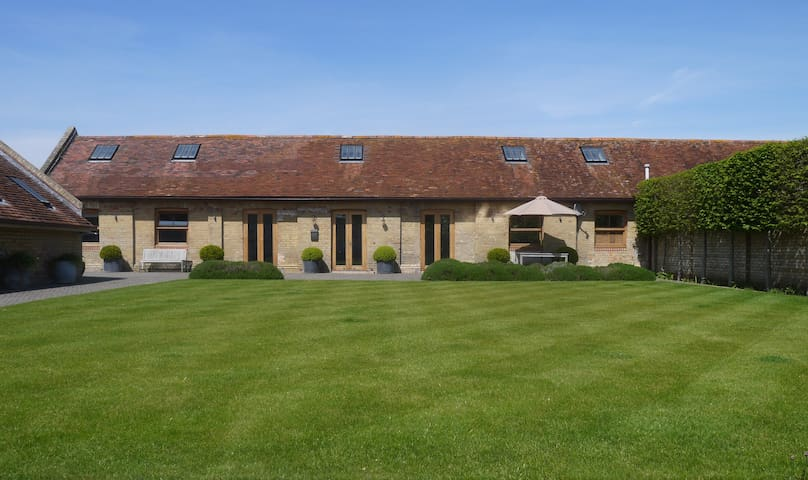 Stylish Barn Conversion - Hampshire - Annat