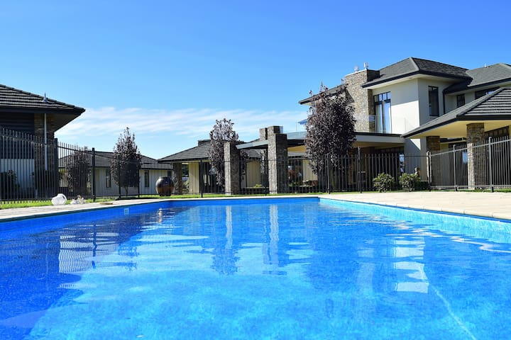 Luxurious Oasis - Rangiora