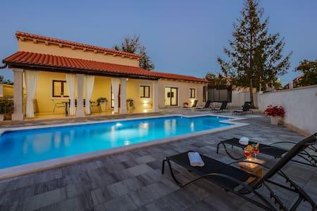 Prekrasna moderna kuća za odmor u srcu Istre