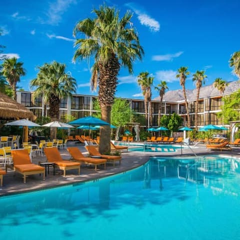 Tennis club - Minutes from Palm springs strip