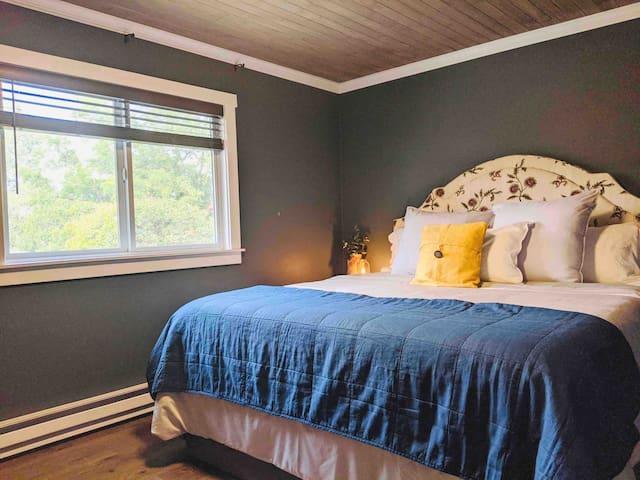 Vintage Room - King Bed