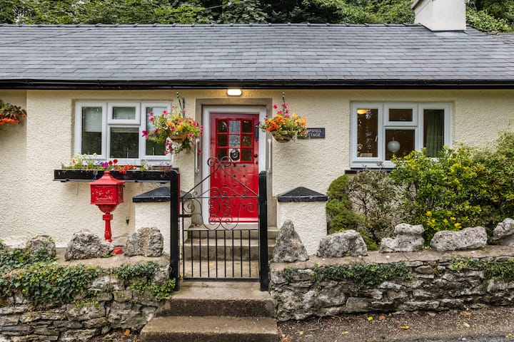 Quaint and comfy cottage by the Lake District