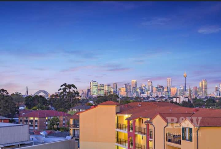 leichhardt harbour B & City View inLittle Italy !