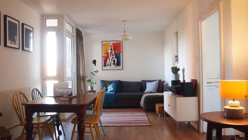Large 1 bed flat, great views, Elephant & Castle