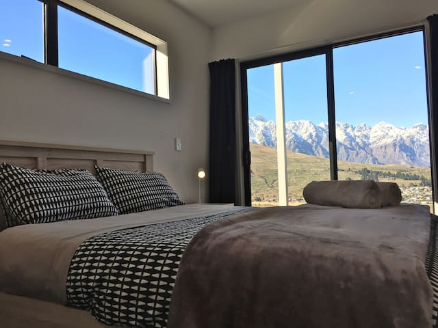 High point mountain & lake views(PRIVATE ROOM)