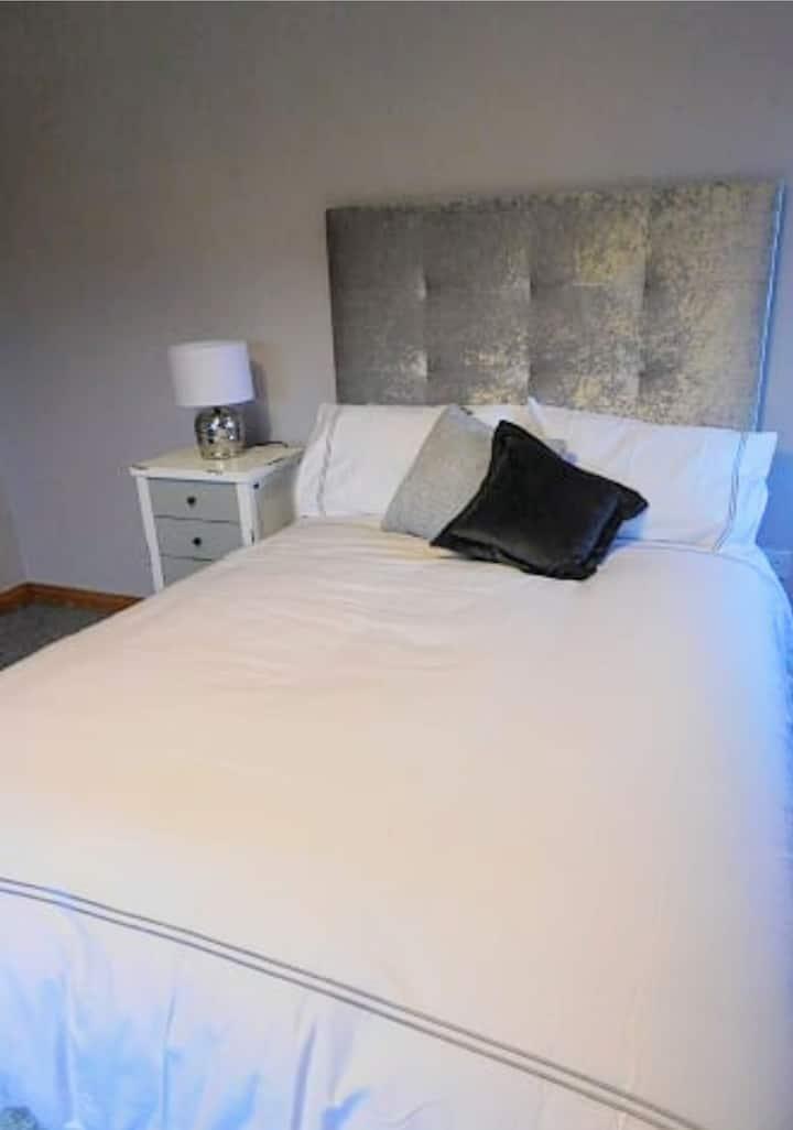 Large, double en suite room
