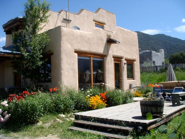 Kitty's Casita for 2 with pet, fireplace & hottub