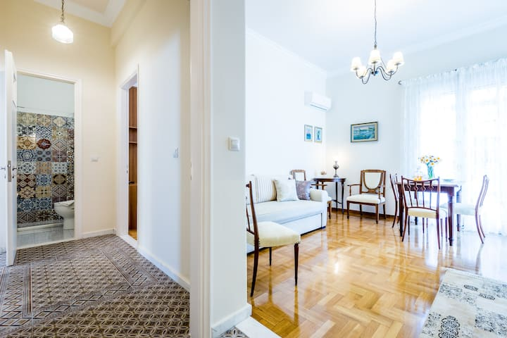 Neoclassical apartment for 6 people in Piraeus - Pireas - Wohnung