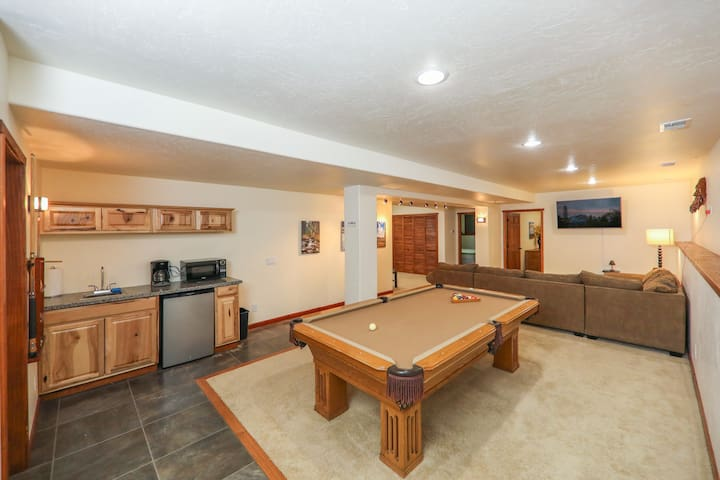 Giant 2 Bedroom with King beds and Pool Table