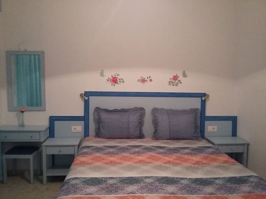Studio with King Size Double bed or 2 single beds
