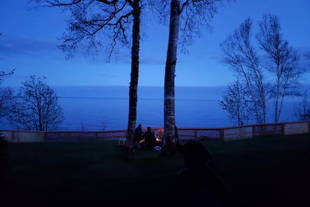 Cozy, Clean Lake Superior Condo - hike & relax.