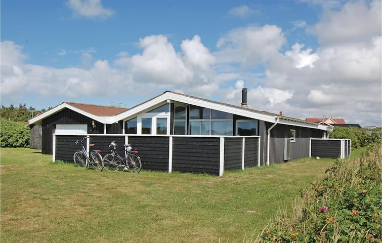 Holiday cottage with 4 bedrooms on 120m² in Hjørring