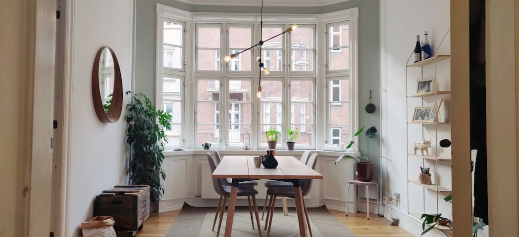 *Stylish and Light Apartment on Østerbro*