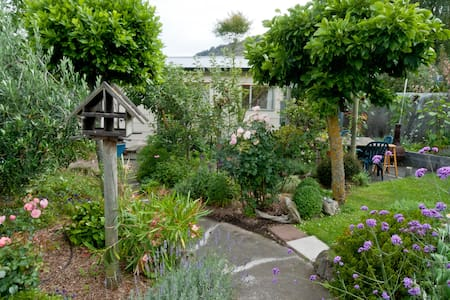 Self-contained guesthouse in charming garden - Christchurch - Gjestehus
