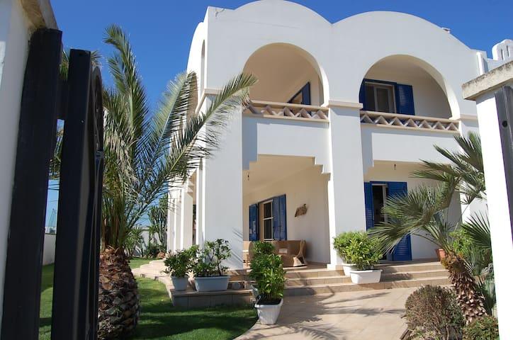 Villa con giardino e vista mare - Torchiarolo - Villa