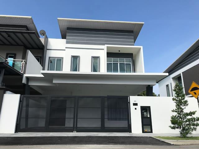 Semi-D New House @ Sungai Abong Muar*10~20pax