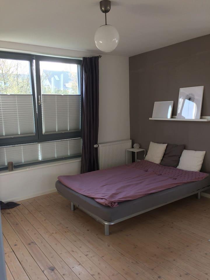 Schönes Zimmer mit Gemeinschaftsbad in Privathaus