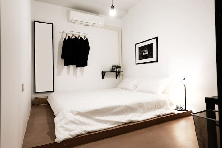 Sleeping Well (Double Room with Shared Bathroom)