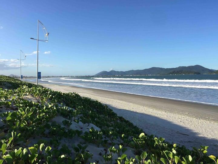 Casa container na Pinheira - 200m da praia.