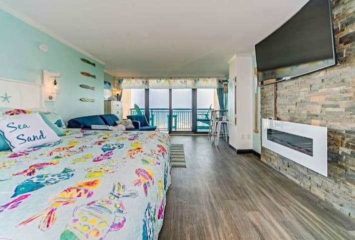 """King  Suite Ocean Front 65"""" TV Fireplace sleeps 4"""