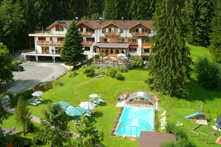 "Chalet ""Lärche"" at Gartenhotel Rosenhof - Oberndorf in Tirol - Дом"