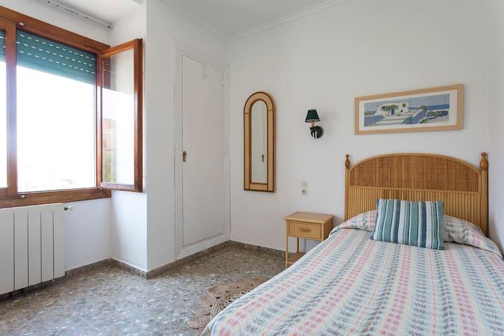 MEDITERRANEA. Hab. individual en casa de playa