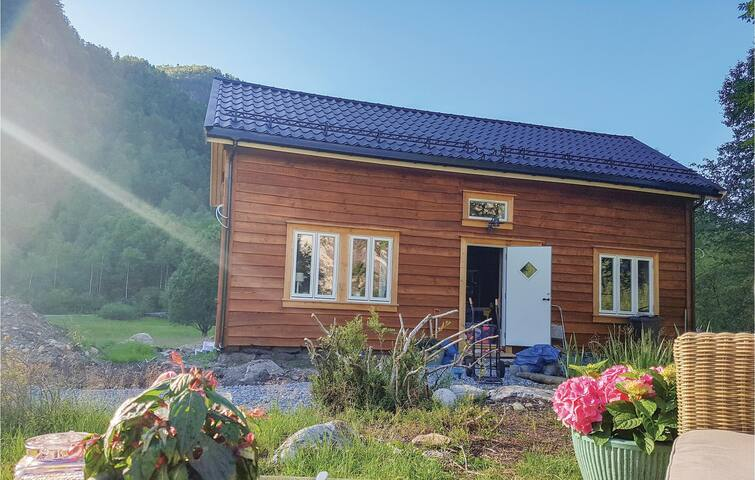 Holiday cottage with 3 bedrooms on 115m² in Vikanes