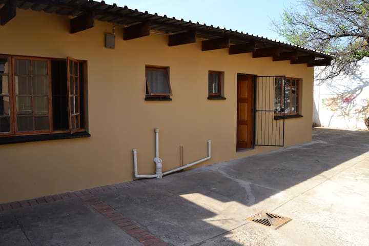 Private two bedroom cottage with wifi and Dstv