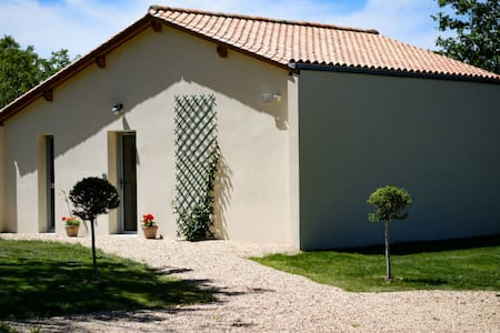 Maison moderne climatisée avec vue sur la campagne
