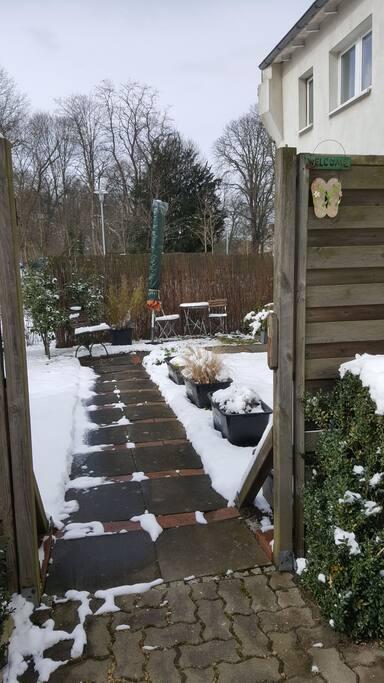 Eingang Garten / Wohnung im Winter