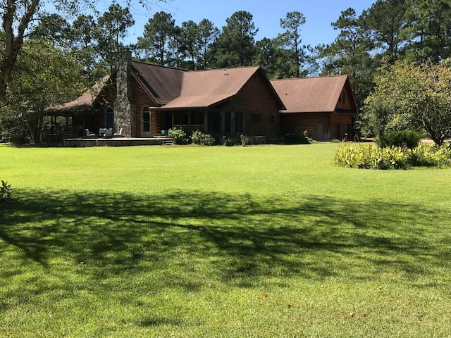 Beachwoods Villa Azalea Room