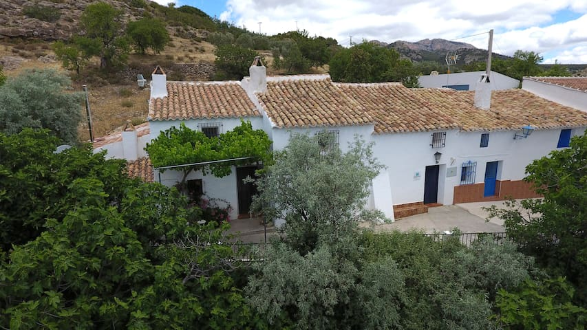 Castril Cortijo El Villar: wildlife and walking