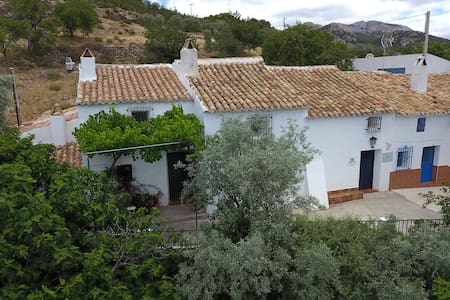 Castril Cortijo El Villar: wildlife and walking - Castril