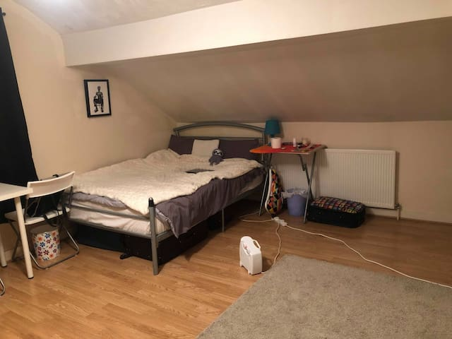 Cozy room for Holidays rent in Stratford!!!