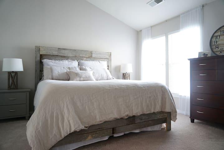 Spacious 4 Bedroom in Charlottesville - Charlottesville