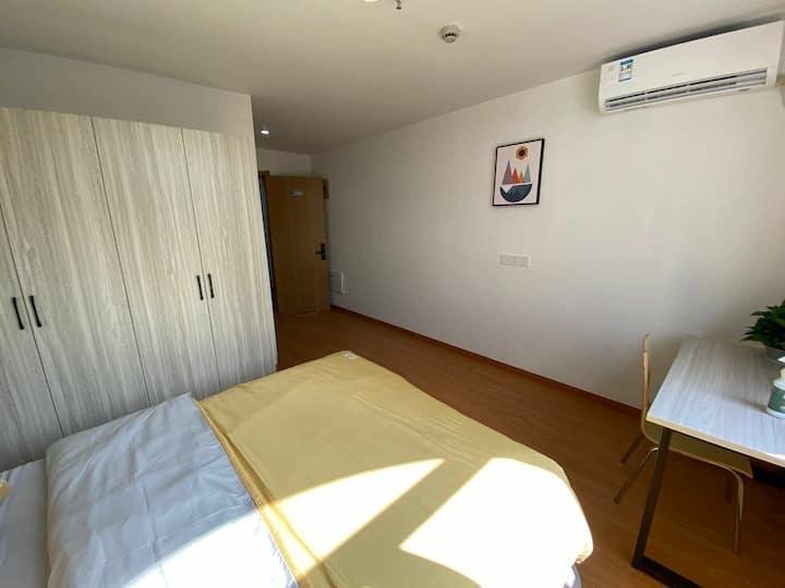 整租一室户,距离金沙江西路300米,总价2200元齐