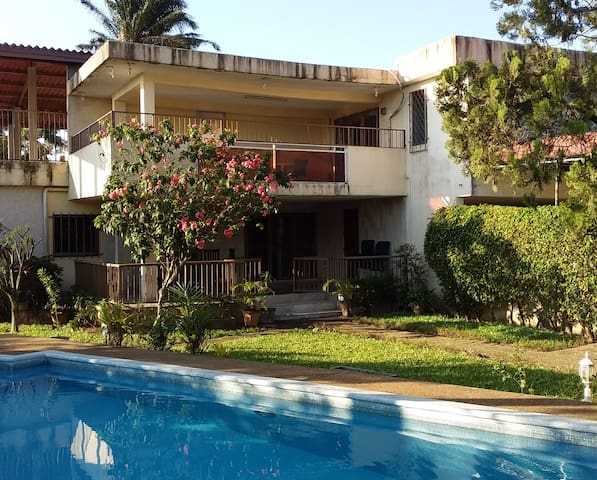 Serviced 2 bedroom apartment & pool in Riviera 3