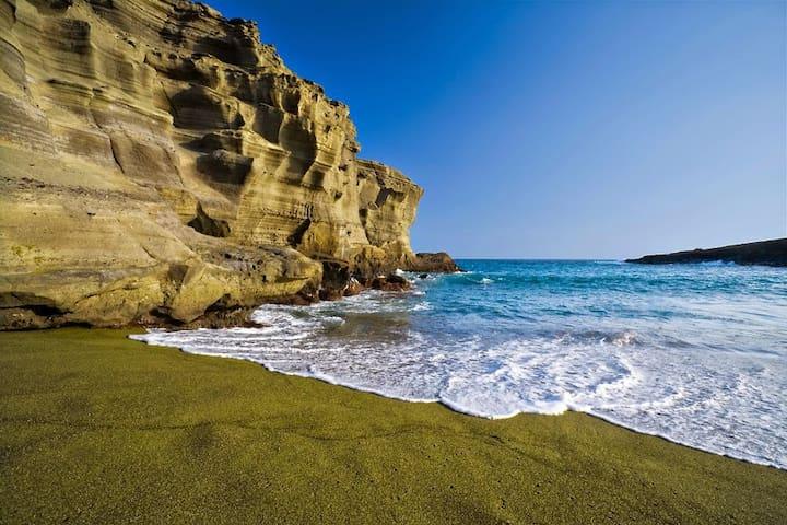 Bali-Style Hale Near Green Sand Beach!!