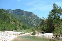 Domaine la Pique, river Bez bordering the garden