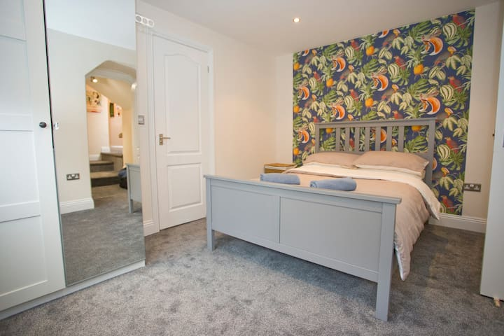 Parkwood 2 Bedroom Apartment.