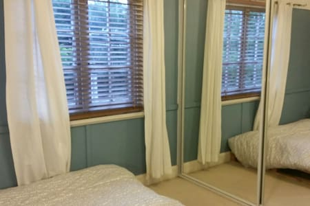 Fully furnished room/pvt toilet - Epping